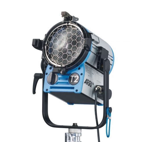 ARRI True Blue T2, MAN. 2000W, 4-Leaf Barndoor, Filterframe, inline switch, 3m cable, 28mm spigot, Blue/Silver,schuko